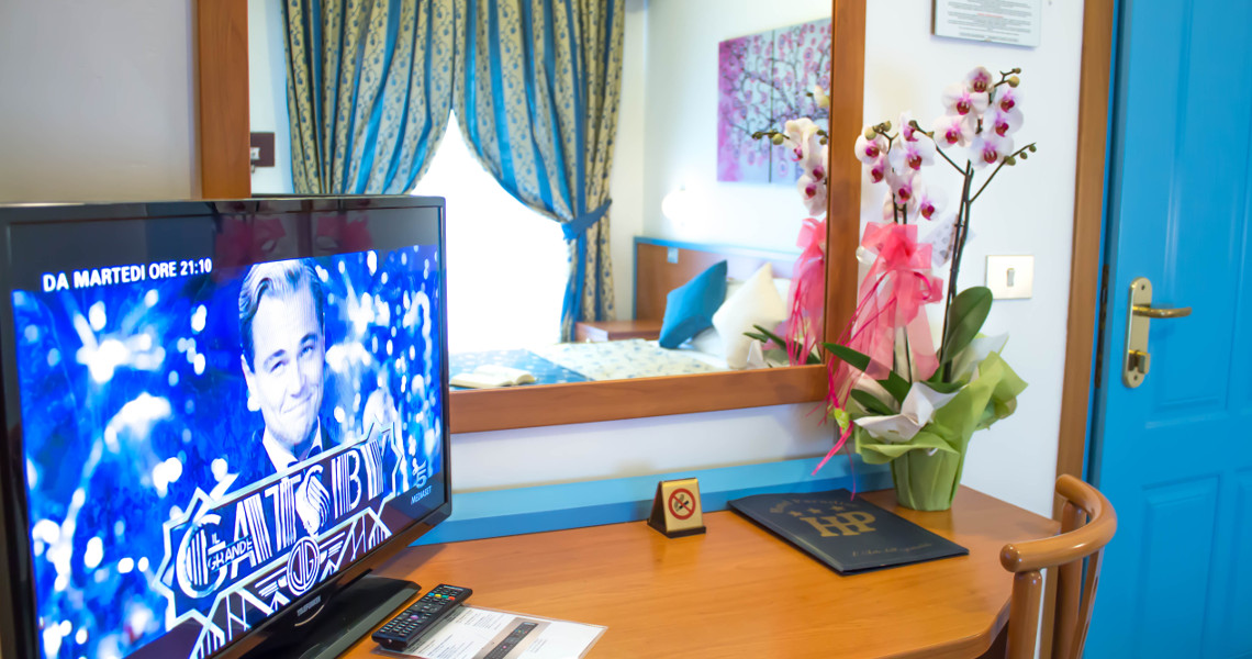 Twin or double room with 32' Led TV